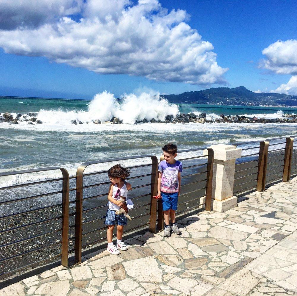 bambini-al-mare-vacanza-sola-con-bambini-in-liguria