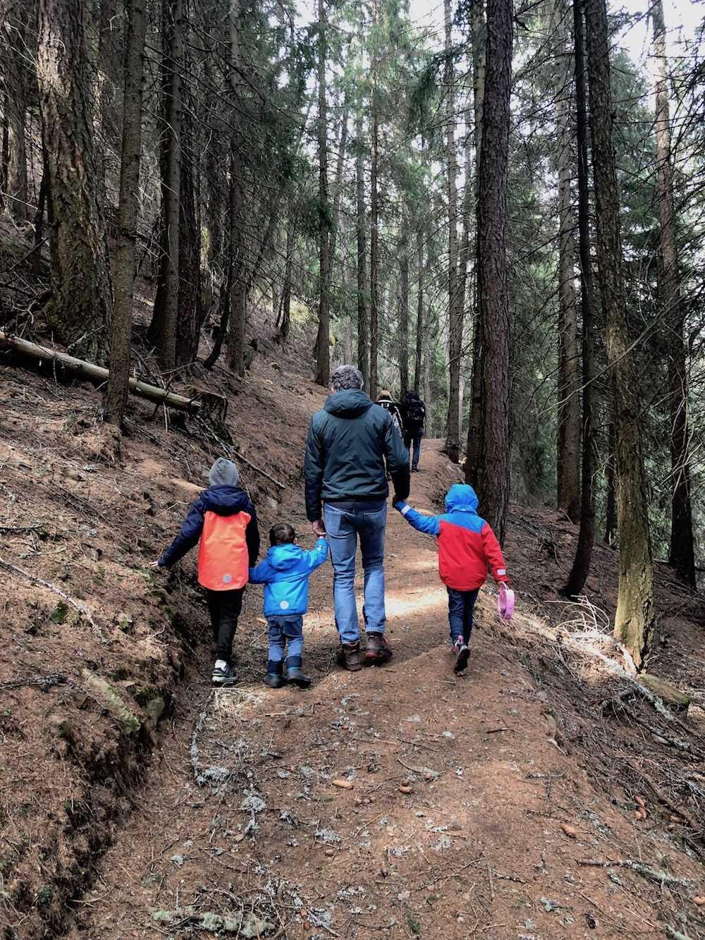 Miniera-d'oro-di-Brusson-con-i-bambini
