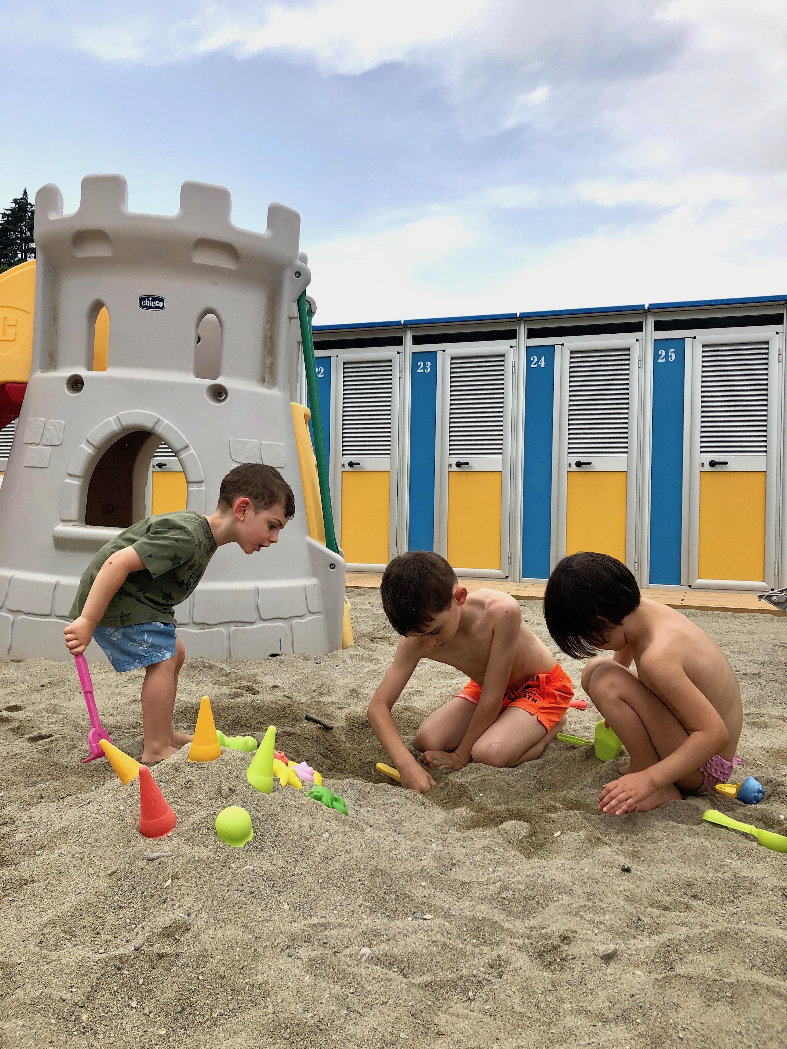 Foto Divertenti Bambini Al Mare da sola in vacanza al mare con 3 bambini i figli crescono