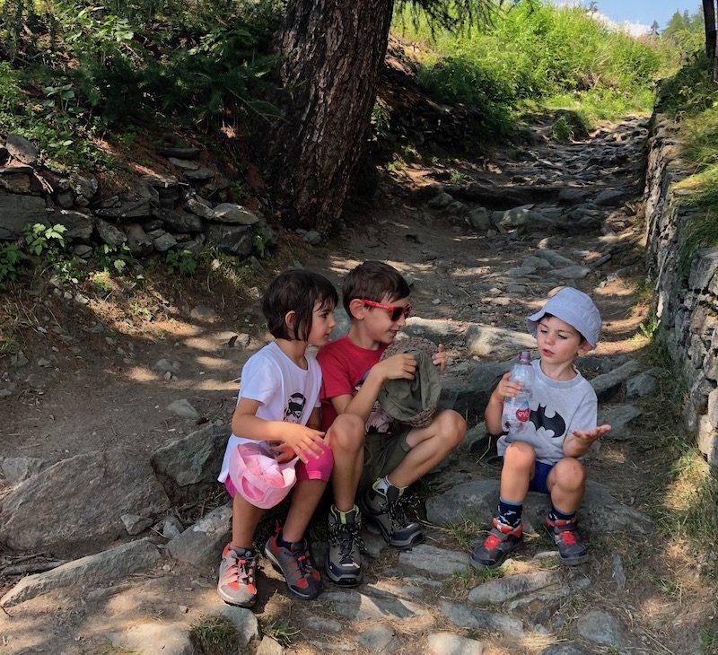 bambini-passeggiate-in-montagna