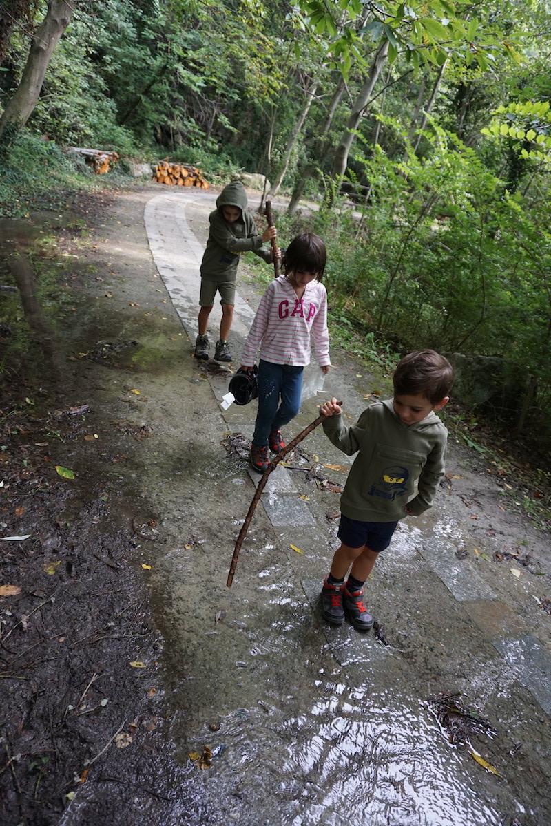 bambini-nella-riserva-del-lago-di-villa