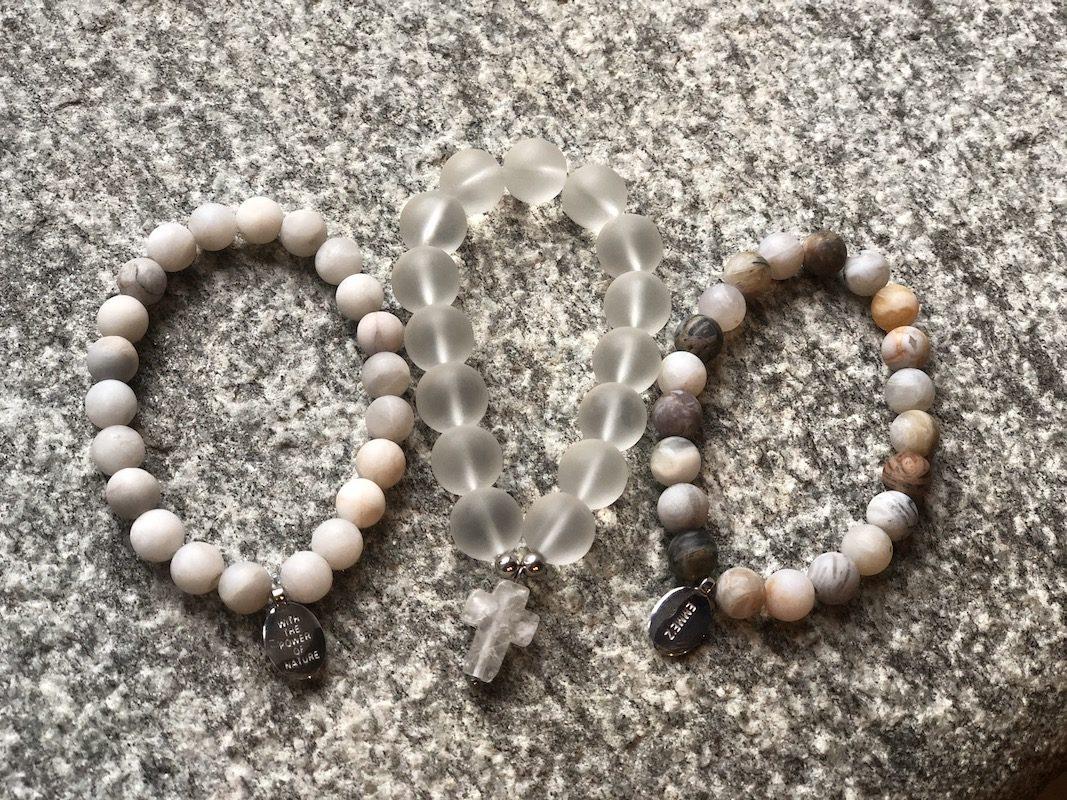 bracciali-ecosostenibili-di-pietre-bianche