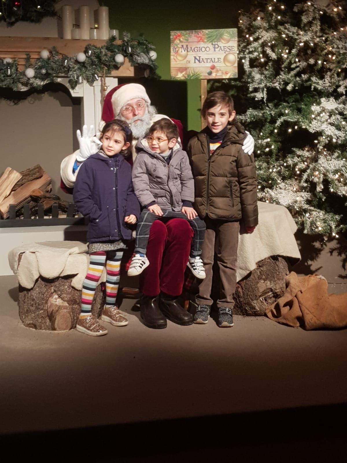 incontrare-babbo-natale-bambini-felici