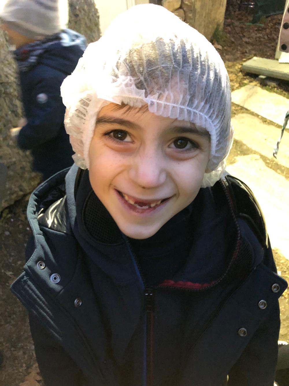 bambino-sorride-grotta-di-babbo-natale