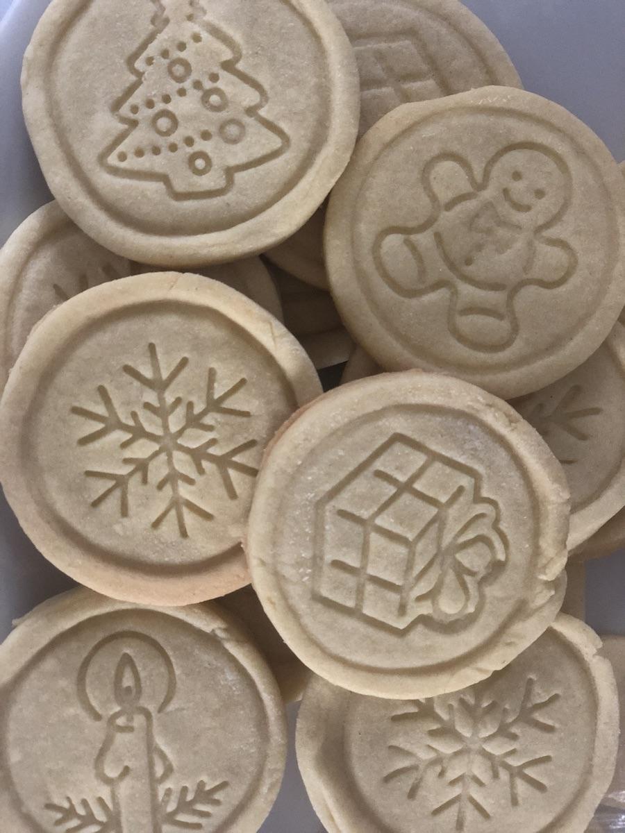 biscotti-di-Natale-da-fare-con-i-bambini-simboli