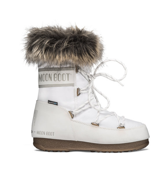 come- vestirsi -in -montagna- in- inverno-moon-boot