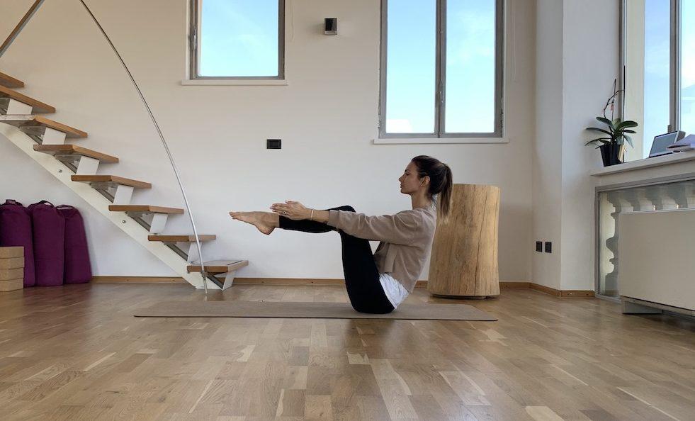 posizione-della-barca-yoga