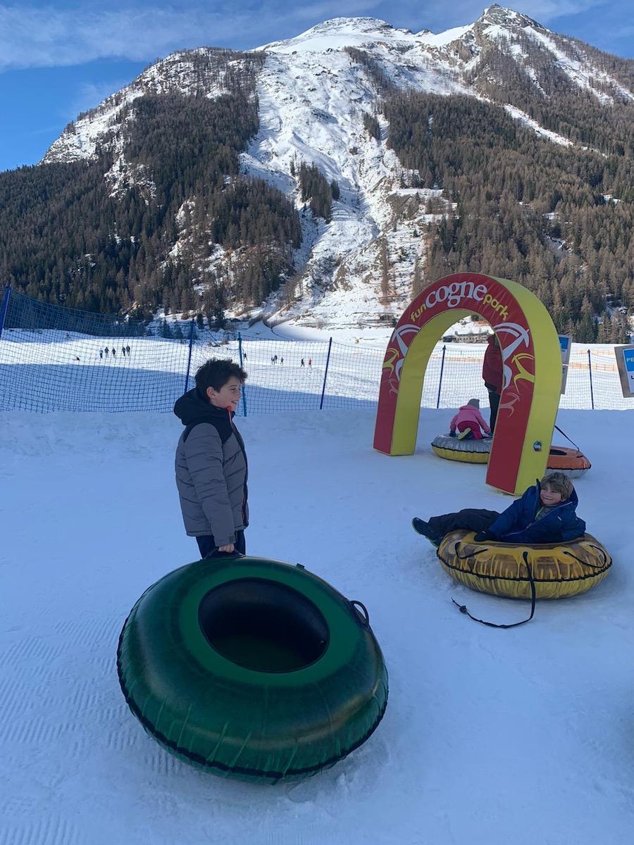 bambini-giocano-allo-snowpark