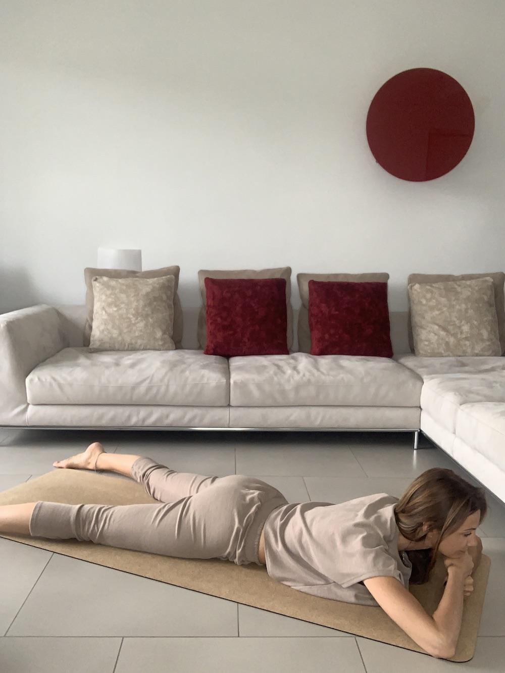 posizione-del-coccodrillo-per-combattere- l'-insonnia- con- lo -Yoga