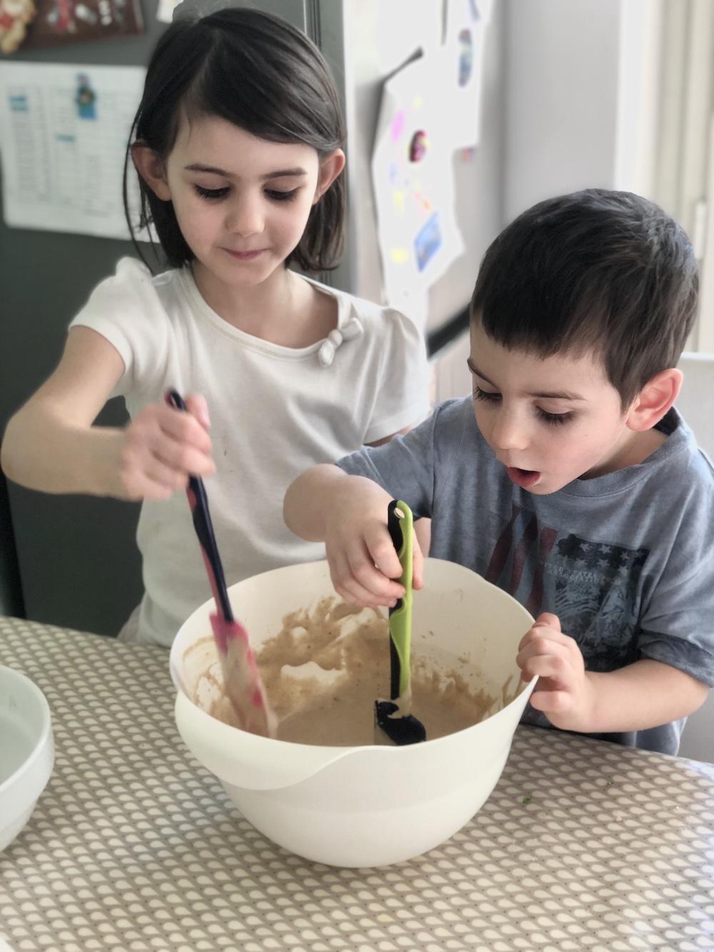 bambini-preparano-dolce