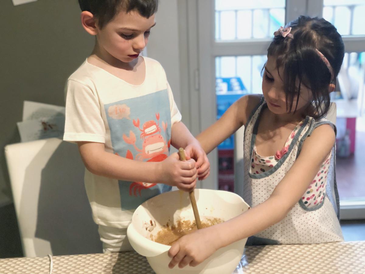 preparare-un-dolce-con-i-bambini